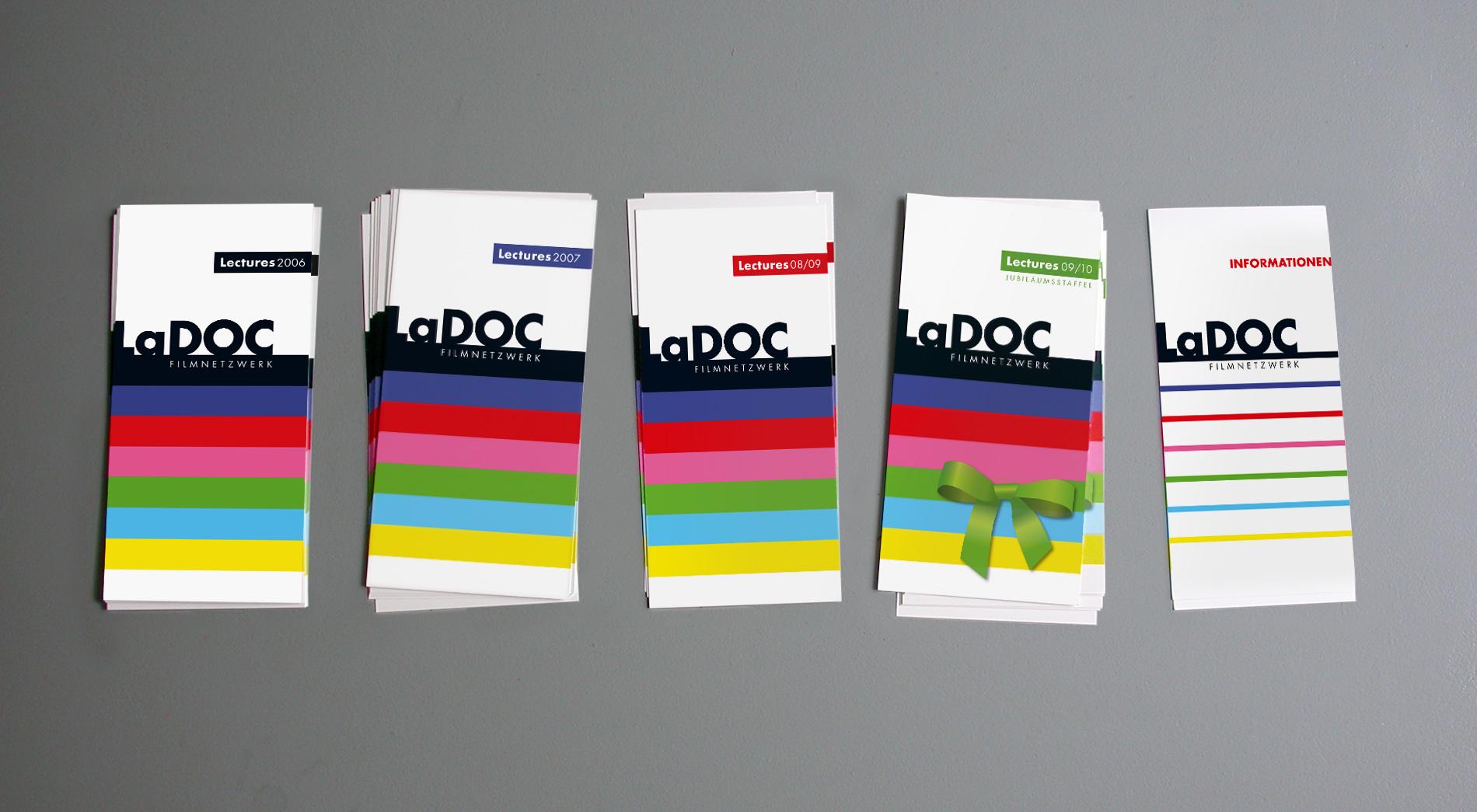 LaDOC Flyer der Jahre 2006 bis 2009 – im Jahr 2009 mit Jubiläumsschleife – und ein allgemeiner Infoflyer