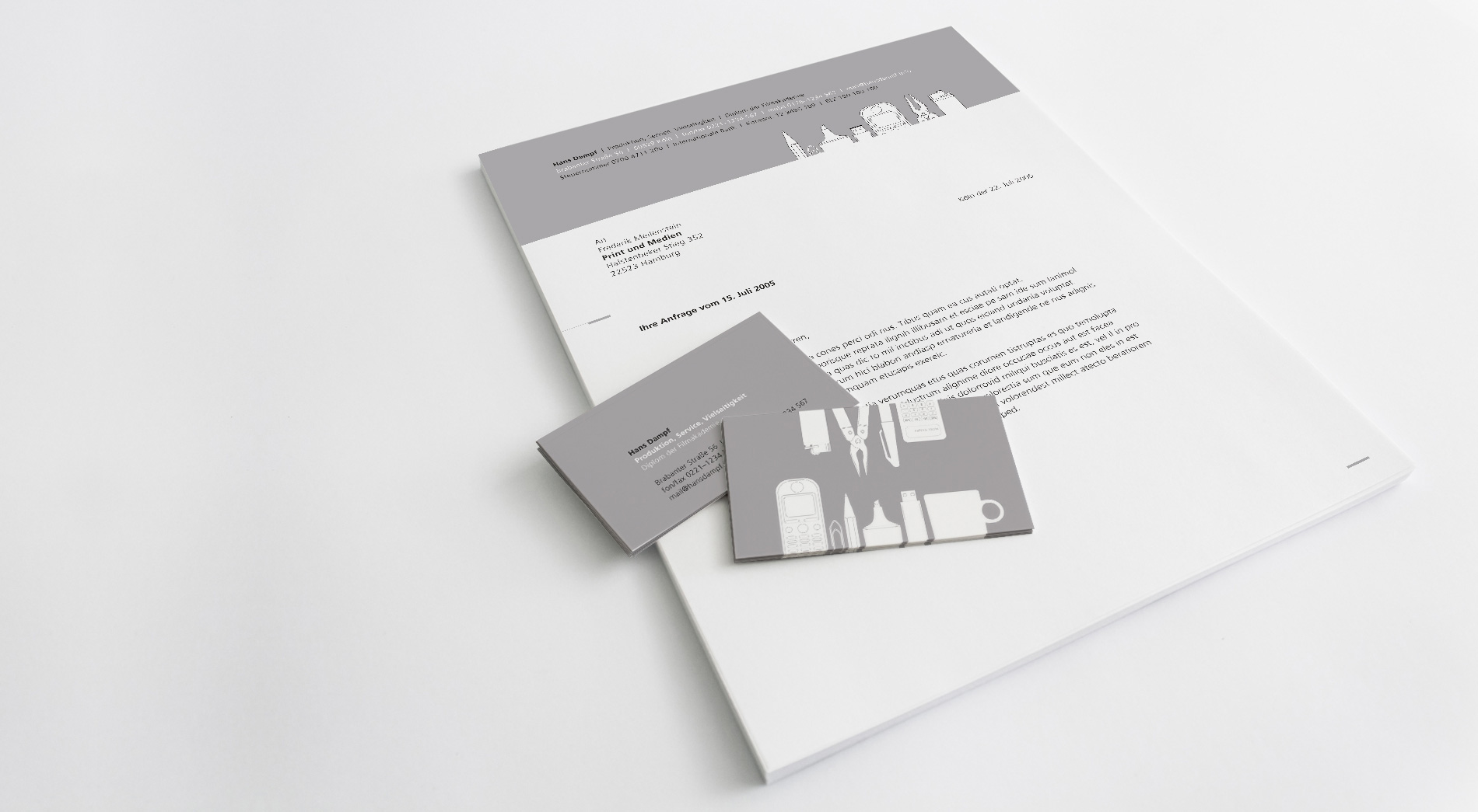 Briefpapier und Visitenkarten eines Produktioners