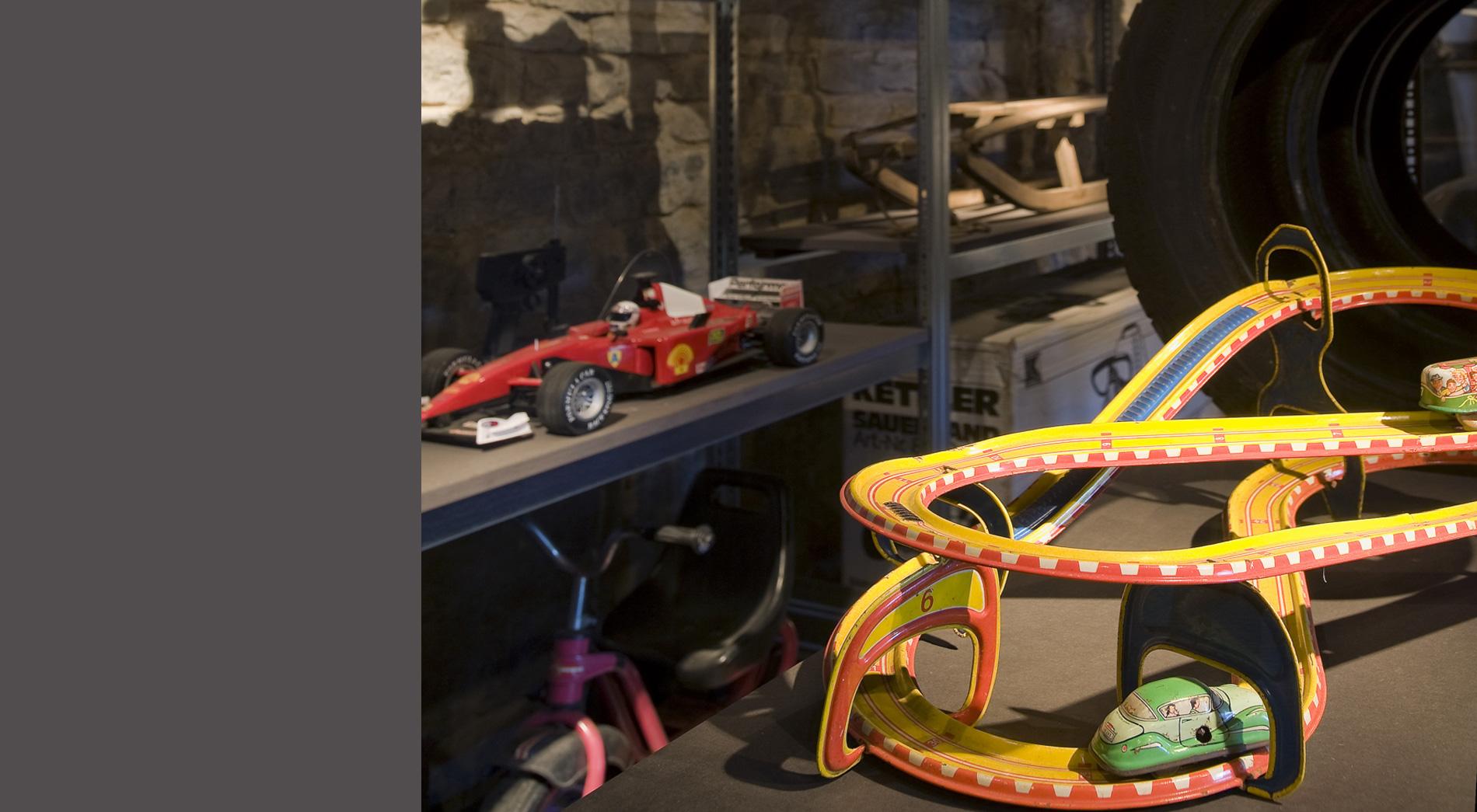 Ausstellungsregal Mein erstes Fahrzeug, Freilichtmuseum Detmold, Eingangsbereich
